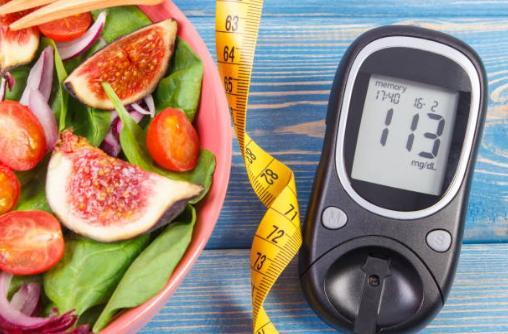 Здравословна салата и уред за мерене на мазнините