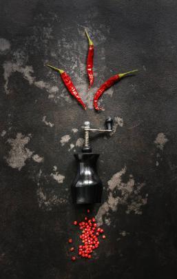 Люти чушки мелничка и червен пипер