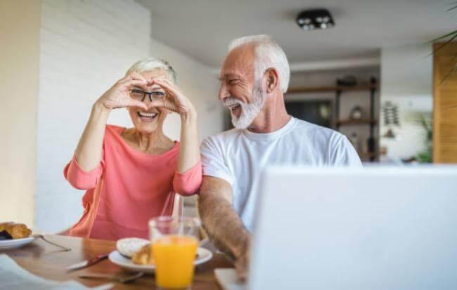 Възрастна двойка и здраво сърце