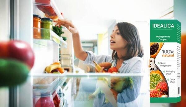 Idealica, жена подбира зеленчуци от хладилник