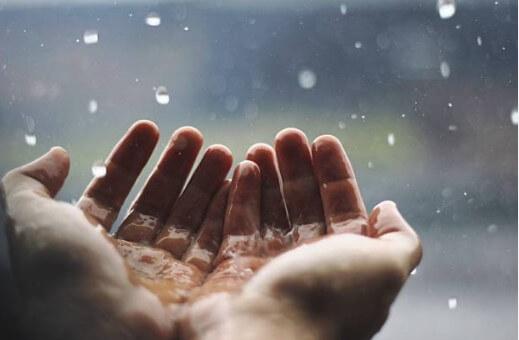 ръце, дъжд